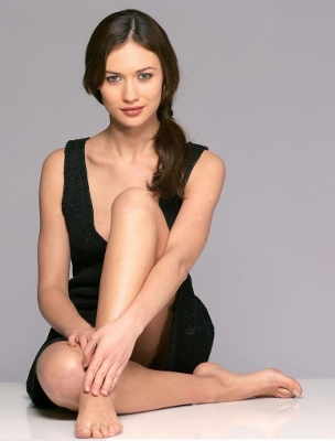 Lady in black dress sitting on the floor